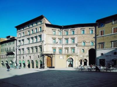 Palazzo Baldeschi. Ingresso. jpg; 768 pixels; 611 pixels