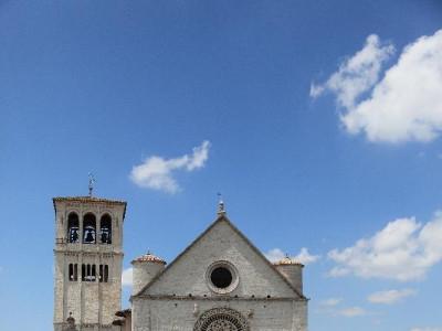 Veduta esterna. Ingresso Basilica superiore jpg; 3744 pixels; 5616 pixels