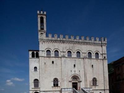 Piazza della Signoria, palazzo dei Consoli Tortoioli, Michele; jpg; 512 pixels; 768 pixels