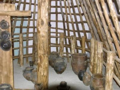 Sezione preistorica, sala con capanna
