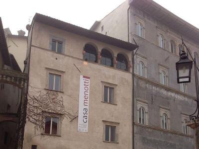 https://it.wikipedia.org/wiki/Casa_Menotti#/media/File:Casa_Menotti,_Spoleto_-_Centro_di_Documentazione_del_Festival_dei_Due_Mondi.JPG