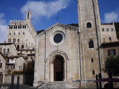 https://it.wikipedia.org/wiki/Gubbio#/media/File:Chiesa_S._Giovanni.JPG
