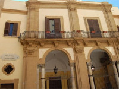 http://www.turismo.trapani.it/it/1441/biblioteca-fardelliana.html