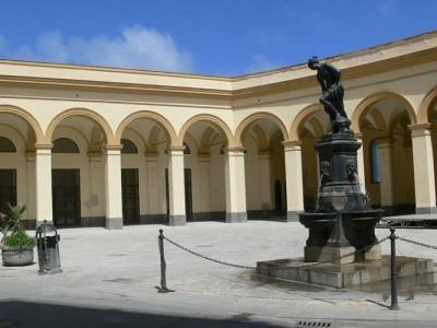 http://www.trapanioggi.it/piazza-ex-mercato-del-pesce-approvato-atto-di-indirizzo-per-rilancio/