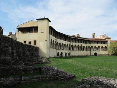 Immagine descrittiva - https://it.wikipedia.org/wiki/Museo_archeologico_statale_Gaio_Cilnio_Mecenate#/media/File:Museo_archeologico_di_arezzo,_ext._01.JPG