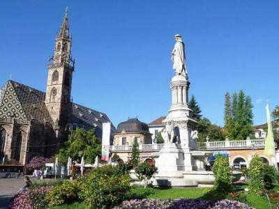 Immagine descrittiva - http://www.weinstrasse.com/it/citta-di-bolzano/luoghi-storici/piazza-walther/