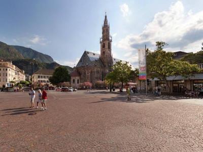 http://static.arounder.com/files/cities/70/Bolzano.jpg