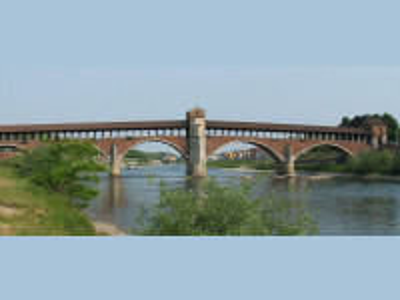 https://it.wikipedia.org/wiki/Ponte_Coperto_di_Pavia#/media/File:Pavia_ponte_coperto_sul_Ticino.jpg