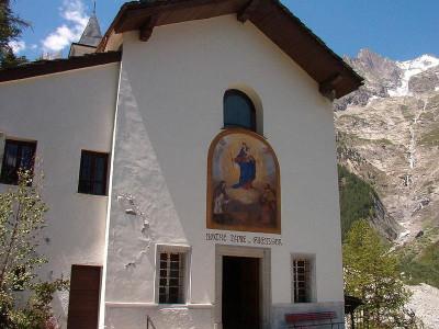 Immagine descrittiva - https://upload.wikimedia.org/wikipedia/commons/thumb/d/de/Notre-Dame_de_la_Gu%C3%A9rison.JPG/800px-Notre-Dame_de_la_Gu%C3%A9rison.JPG