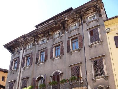 Immagine descrittiva - https://commons.wikimedia.org/wiki/User:Ianezz