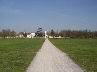 Immagine descrittiva - https://upload.wikimedia.org/wikipedia/commons/thumb/7/7d/Monza_Mirabello_200.jpg/800px-Monza_Mirabello_200.jpg