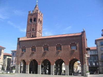 https://upload.wikimedia.org/wikipedia/commons/thumb/b/b7/MonzaArengario.jpg/800px-MonzaArengario.jpg