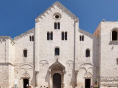 http://www.grandhotel-leondoro.it/wp-content/uploads/2014/09/bari-basilica-san-nicola-690x345.jpg