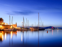 CC BY Di Alessandro Caproni from Munich, Deutschland - Alghero: blue hour, CC BY 2.0, https://commons.wikimedia.org/w/index.php?curid=73952579