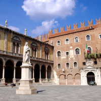 Signori Square, also known as Dante Square, is located in the historic center of Verona. It born in the Middle Ages, from the development of the Scala Palaces, and assume political, administrative and representation functions. The...
