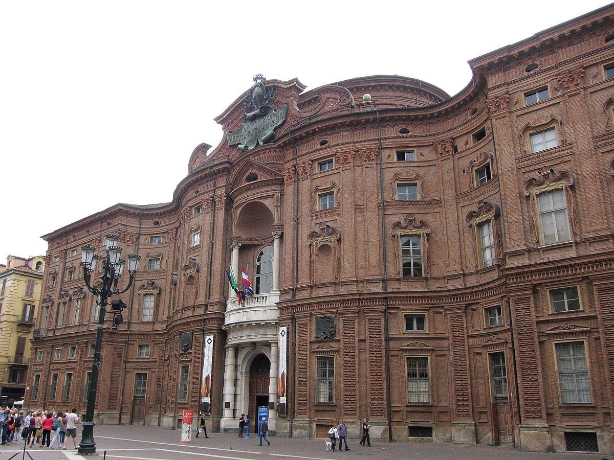 Palazzo carignano sito unesco viaggiart for Il parlamento italiano wikipedia