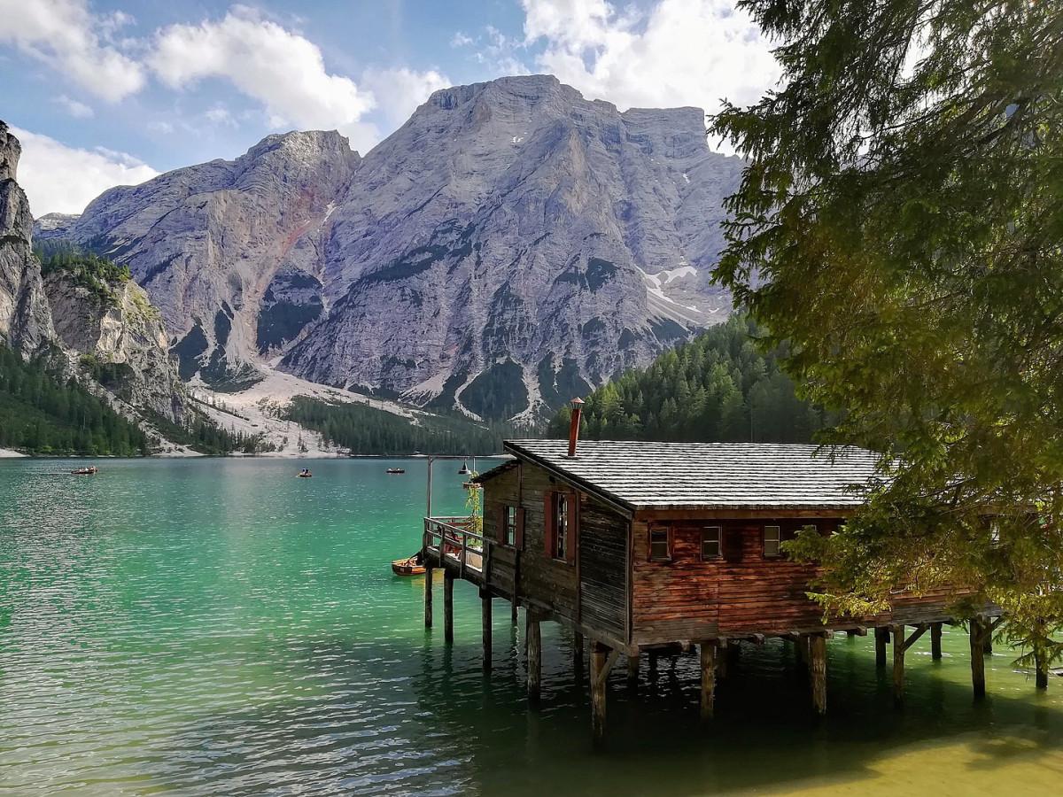 Weekend al Lago di Braies: una perla tra le Dolomiti ...
