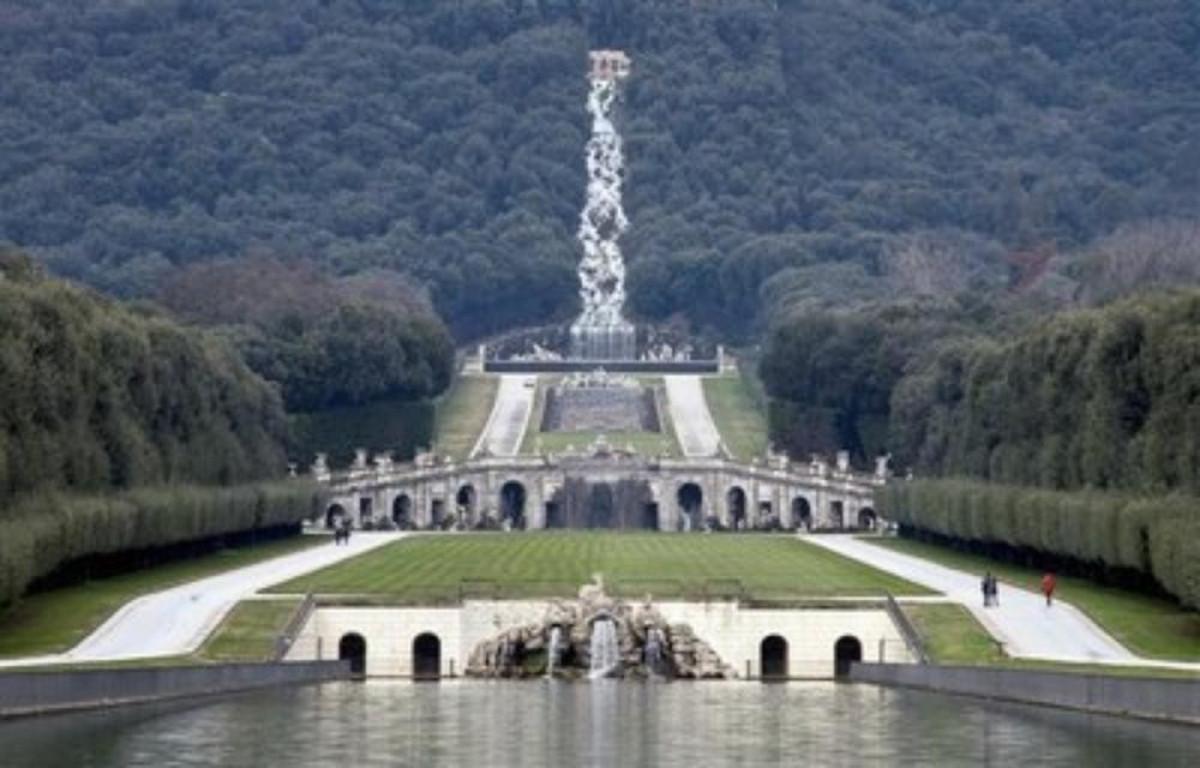 Laghetto Artificiale : Parco della reggia di caserta sito unesco viaggiart