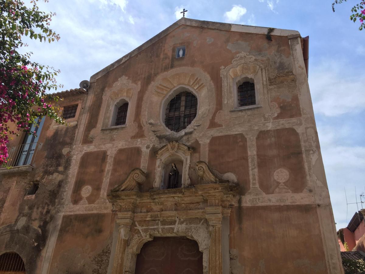 Chiesa ed ex convento di santa chiara viaggiart for Interno a un convento