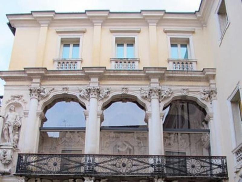 Palazzo Leoni Montanari