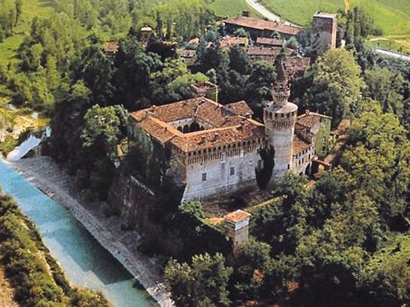 Gazzola, Castello di Rivalta