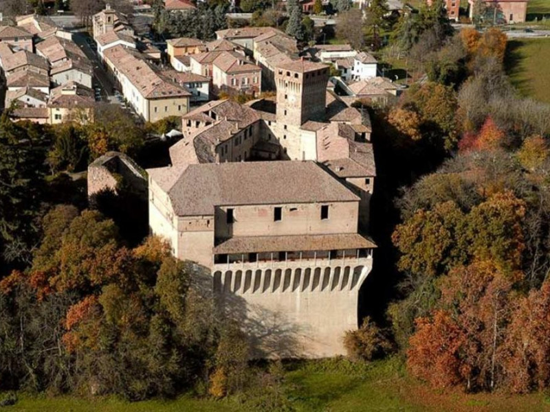 Montechiarugolo, Castello e Raccolta Archeologica