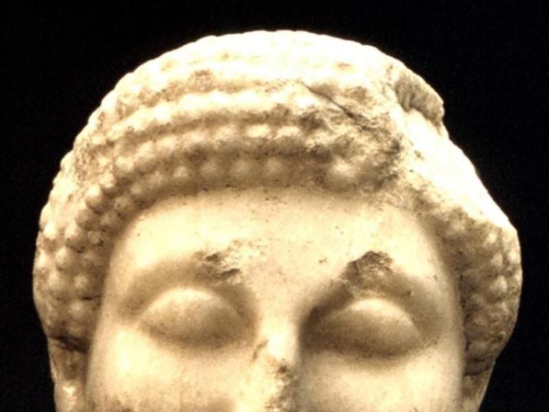 Testa di Kuros in marmo