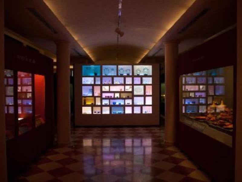 Museo Archeologico Nazionale di Adria. La vetrina dei vetri