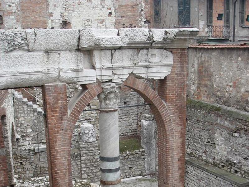 Colonnato Est