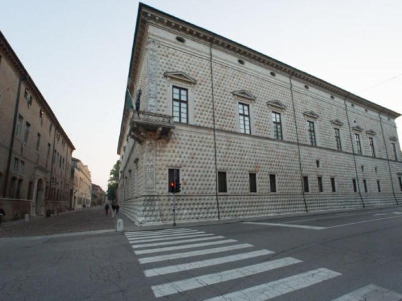 Palazzo dei Diamanti, esterno