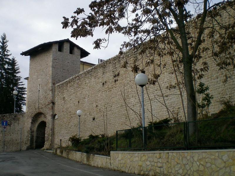 Mura dell'Aquila nei pressi di Porta Leoni