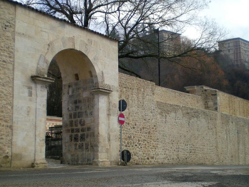 Mura dell'Aquila nei pressi di Porta Rivera