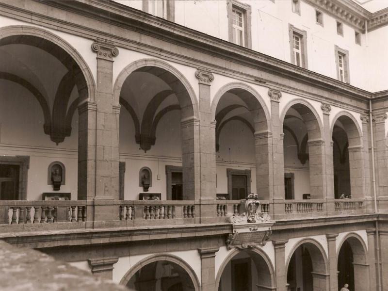 Loggiato Biblioteca Universitaria di Napoli