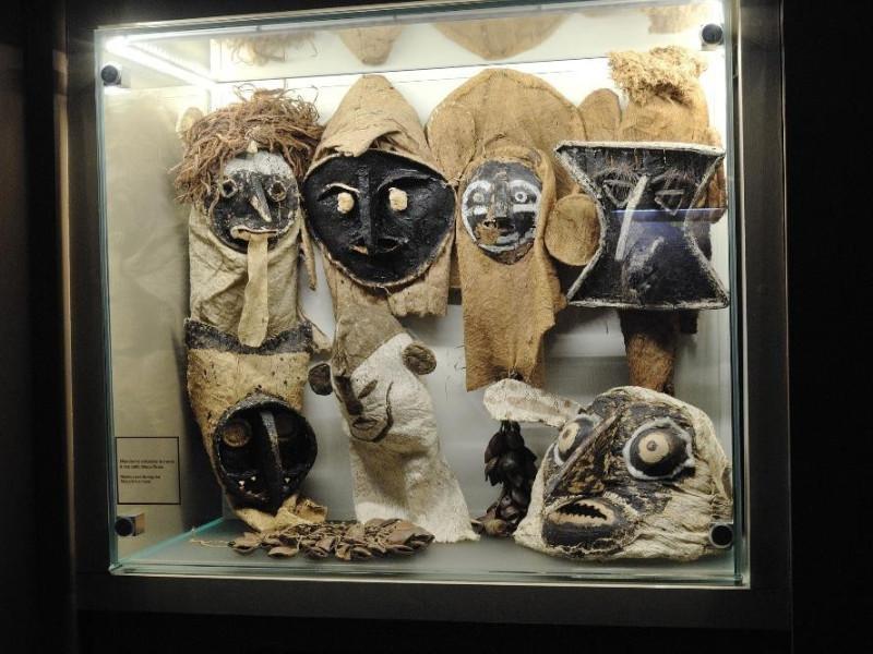 Sala espositiva. Oggetti etno-antropologici Fedeli, Marcello; jpg; 2126 pixels; 1417 pixels