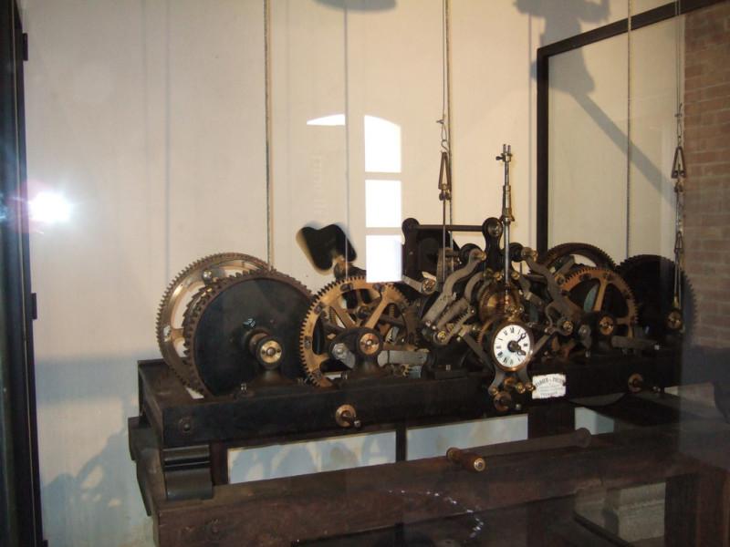 Antico orologio meccanico