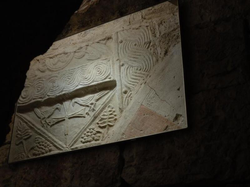 Lastra scolpita. Croce. Sec. XI Fedeli, Marcello; jpg; 2126 pixels; 1417 pixels