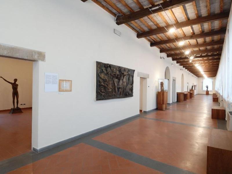 Museo Pericle Fazzini. Interno. Corridoio del Fedeli, Marcello; jpg; 2126 pixels; 1417 pixels
