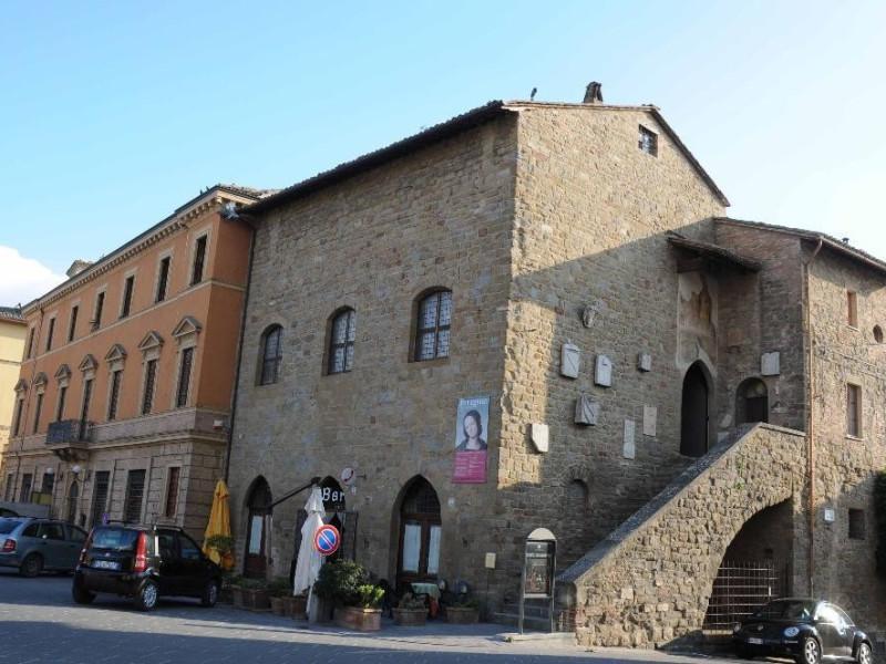 Veduta esterna. Castignani, Sante; jpg; 4288 pixels; 2848 pixels