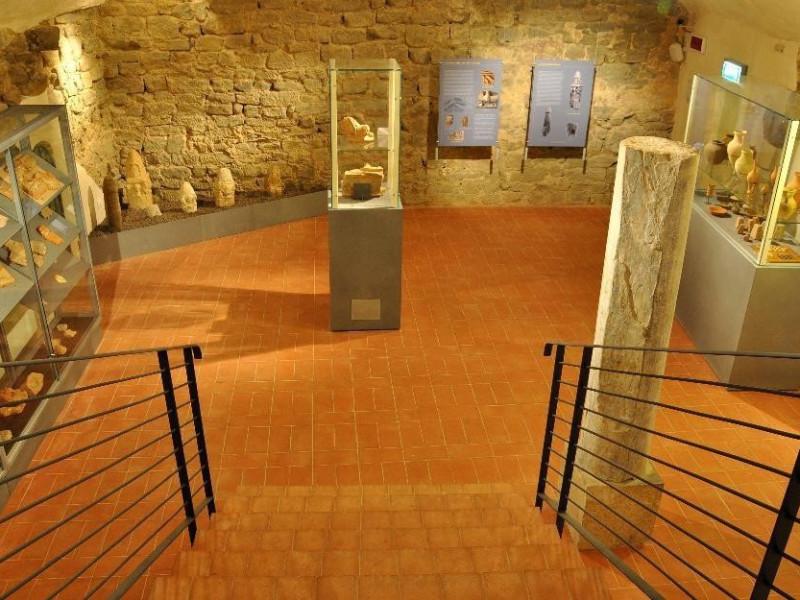 Interno. Sala espositiva. Castignani, Sante; jpg; 4288 pixels; 2680 pixels