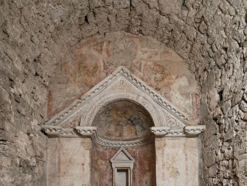 Chiesa di S. Salvatore. IV-V sec. d.C. Intern Fedeli, Marcello; jpg; 1417 pixels; 2126 pixels