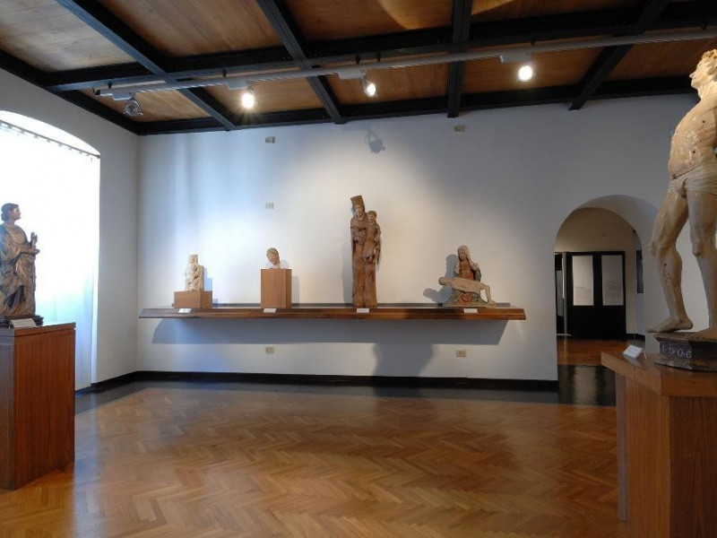 Interno. Sala espositiva. Giorgetti, Alessio/ Paparelli, Daniele; jpg; 2126 pixels; 1417 pixels
