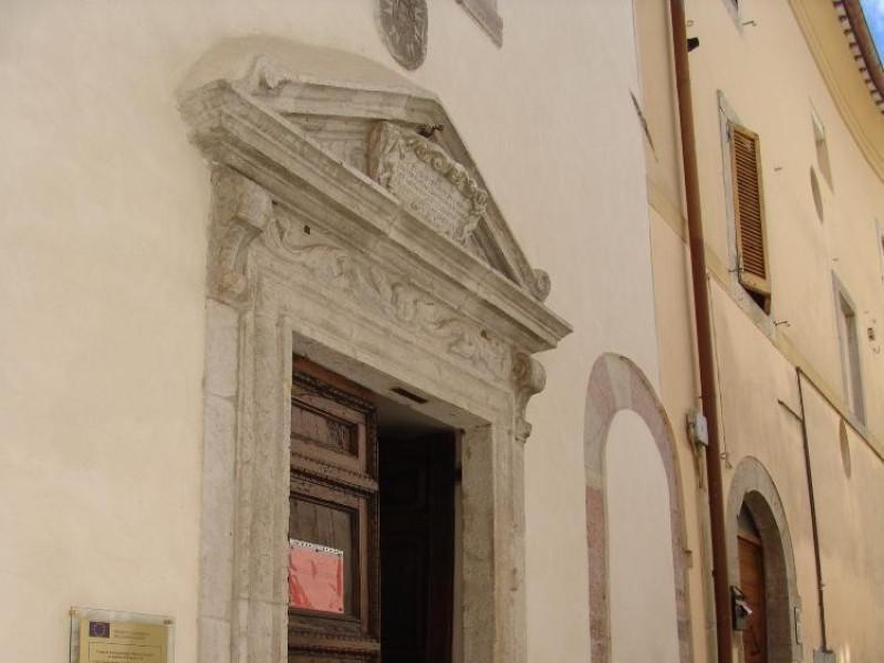 Veduta esterna. Ingresso Bovini, Mirko; jpg; 1536 pixels; 2048 pixels
