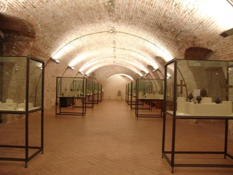 Interno. Sala espositiva Bovini, Mirko; jpg; 768 pixels; 576 pixels