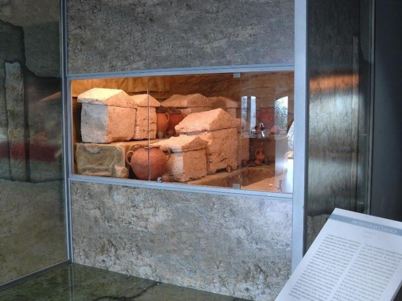 Tomba etrusca n. 57 III-I sec. a.C. Ricostruz Fedeli, Marcello; jpg; 2126 pixels; 1417 pixels
