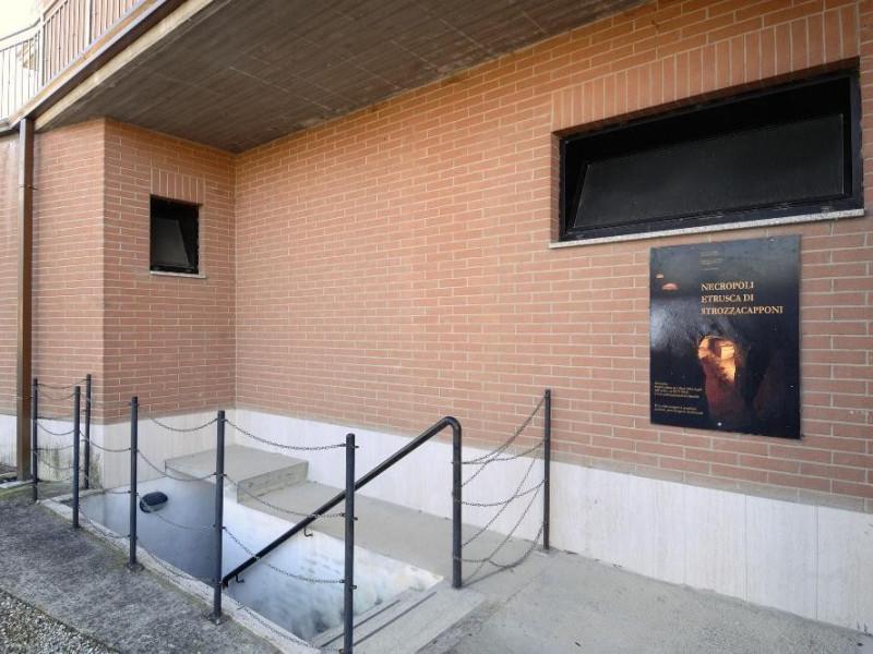 Necropoli etrusca di Strozzacapponi. Ingresso Fedeli, Marcello; jpg; 2126 pixels; 1417 pixels