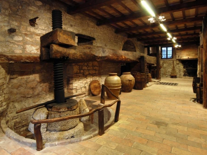 Frantoio in pietra ; jpg; 929 pixels; 622 pixels