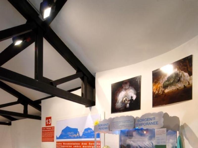 Sala espositiva 2° piano Bellu, Sandro/ CENS; jpg; 622 pixels; 929 pixels