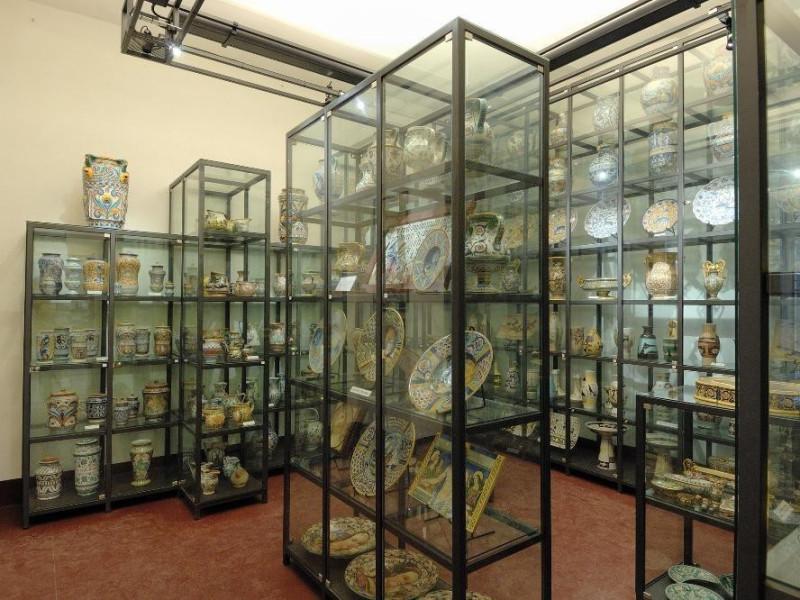 """Museo di Fabbrica """"Ubaldo Grazia Maioliche"""".  Fedeli, Marcello; jpg; 2126 pixels; 1417 pixels"""