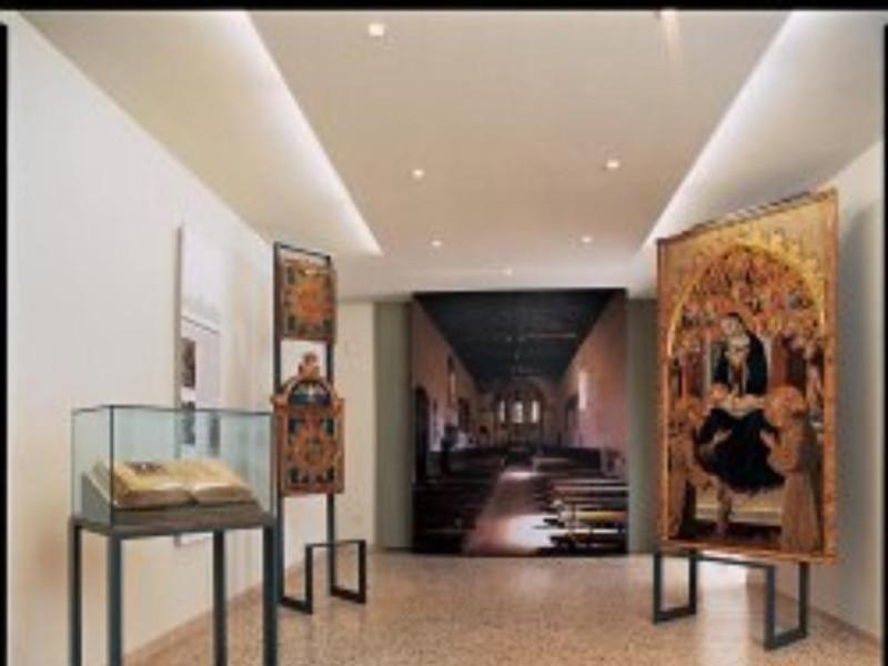 Pinacoteca, allestimento interno jpg; 250 pixels; 251 pixels