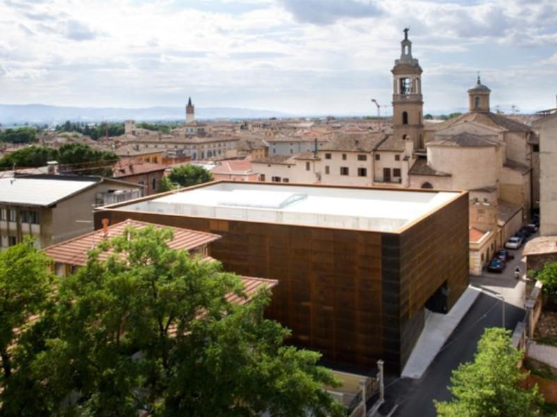 Veduta esterna Fondazione Cassa di Risparmio di Foligno; jpg; 638 pixels; 425 pixels